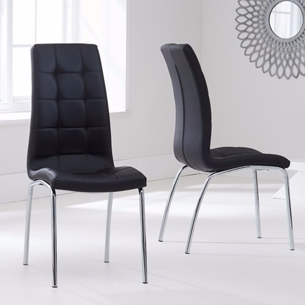 Munich Glass Dining Table with 4 Chairs (Chair Colour: Black)