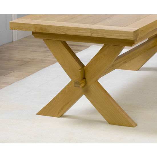 Lyon solid oak extendable dining table detail